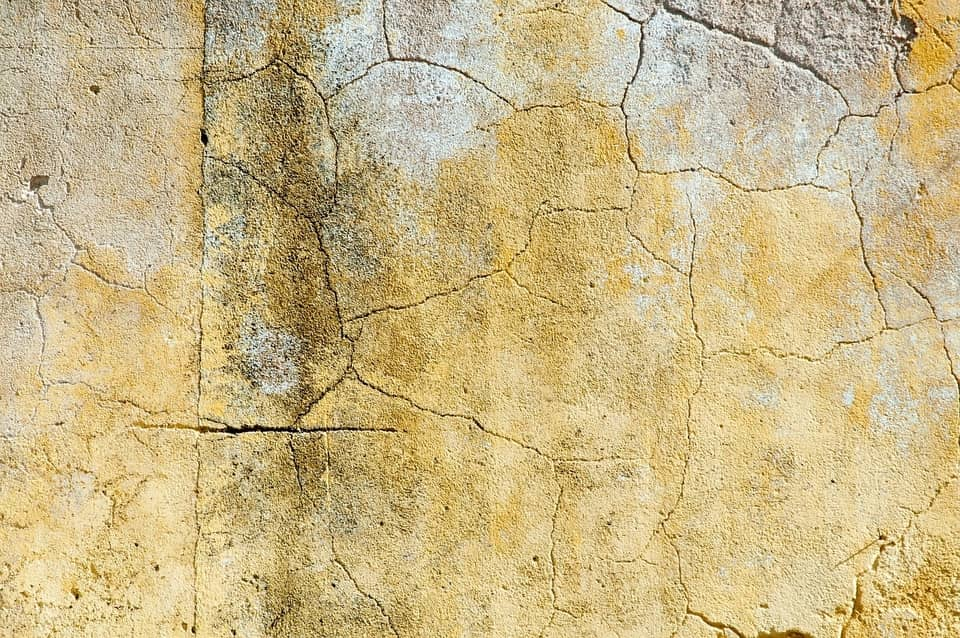 Be Renovative - cracked wall, helping to make house / apartment renovation simple, practical and fun
