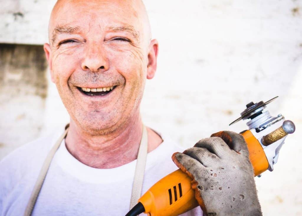 Be Renovative - happy construction worker, helping to make house / apartment renovation simple, practical and fun